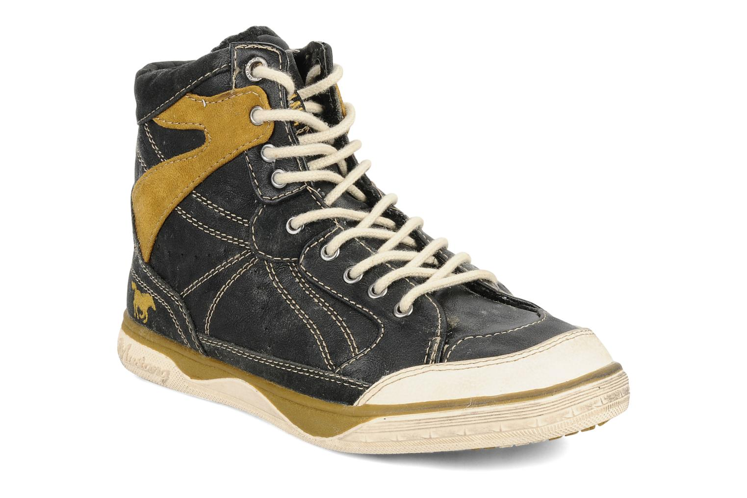 Shamesh by mustang shoes.