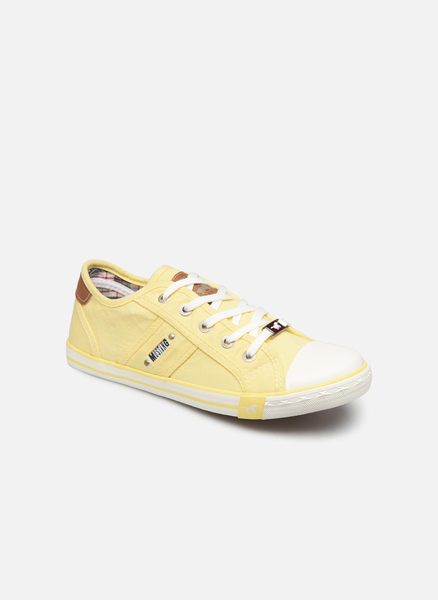Sneakers Mustang shoes Geel