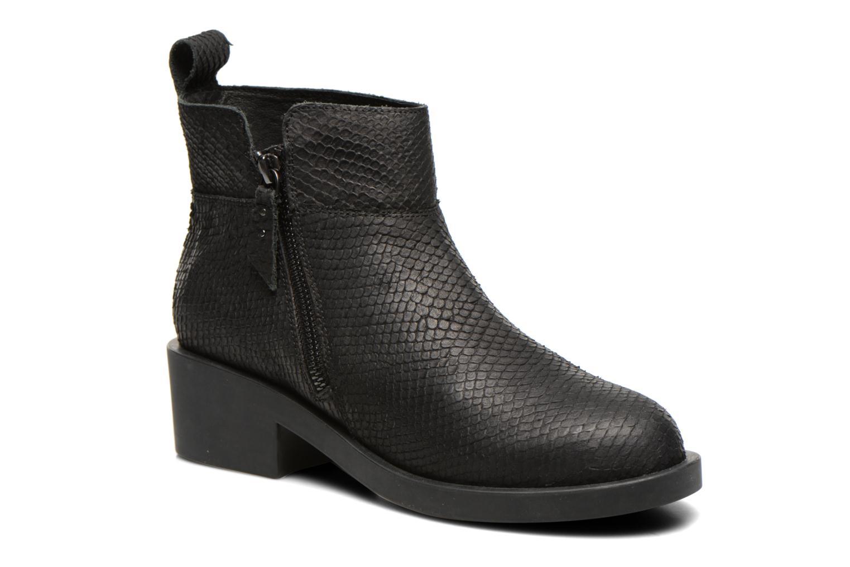 Initial Zip Boots