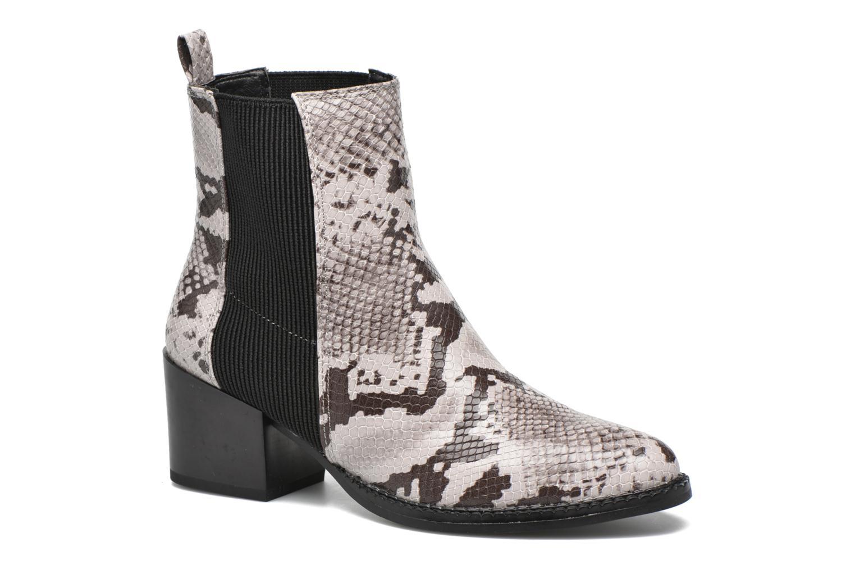 Naya Boot