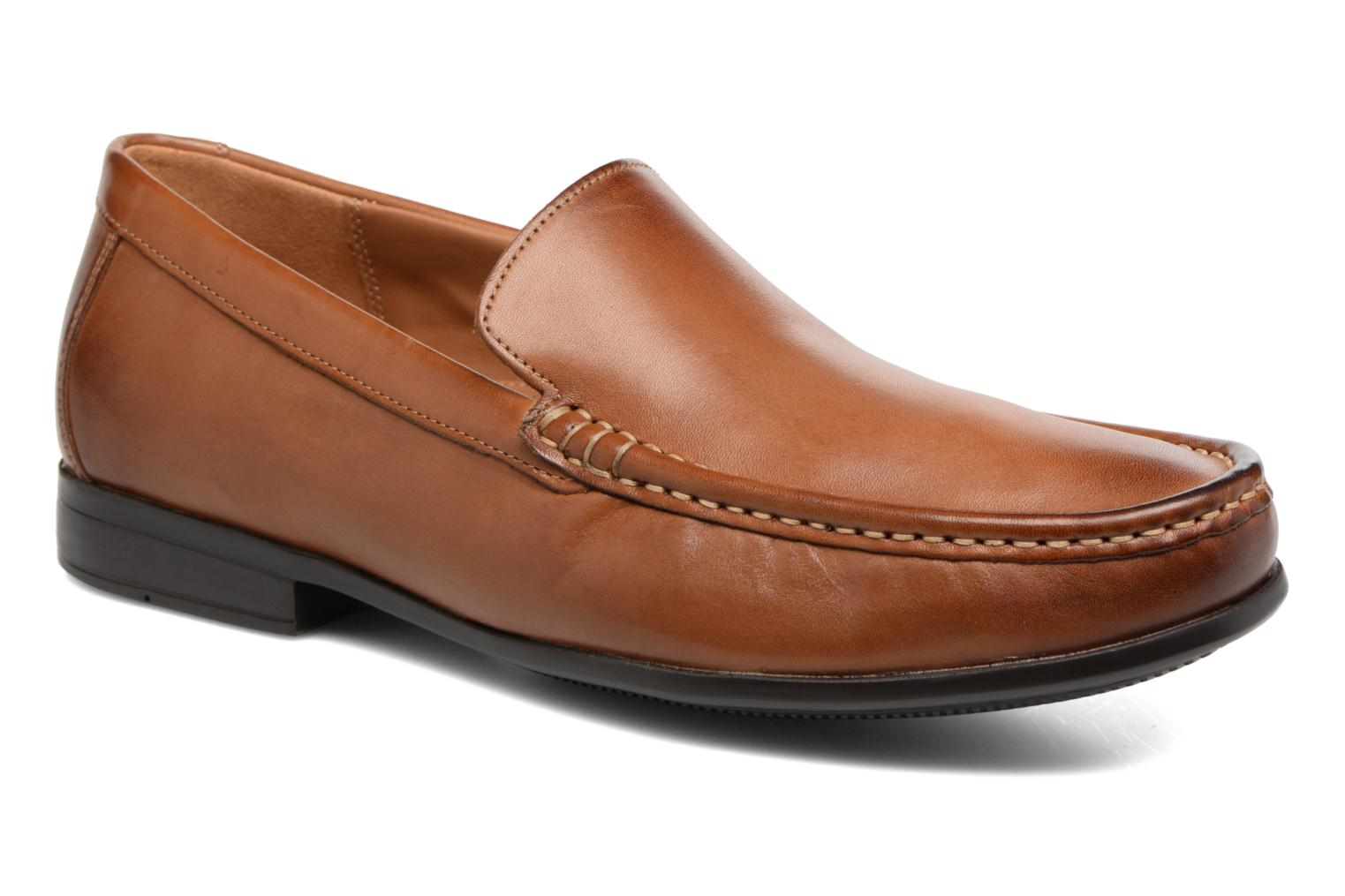 Claude Plain by Clarks