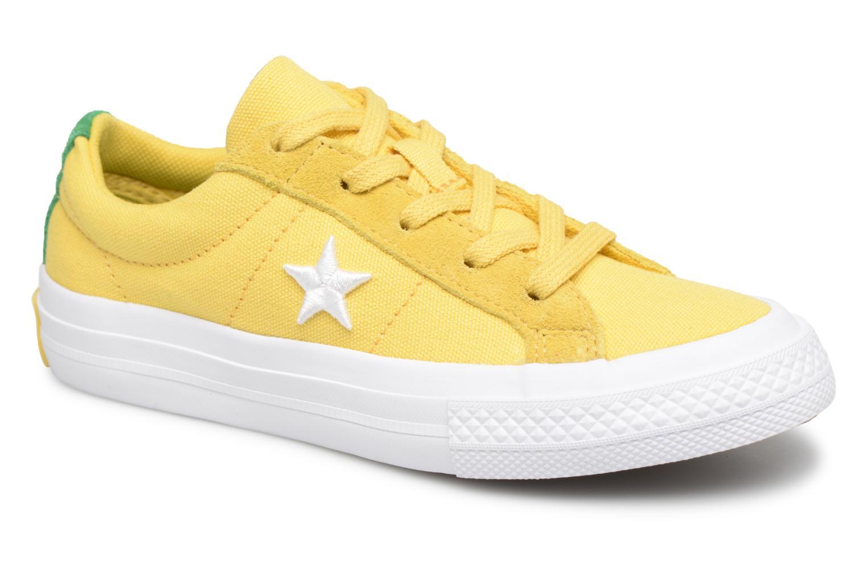 gele converse schoenen