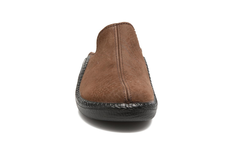 Pantofole Romika Mokasso 202 Marrone modello indossato