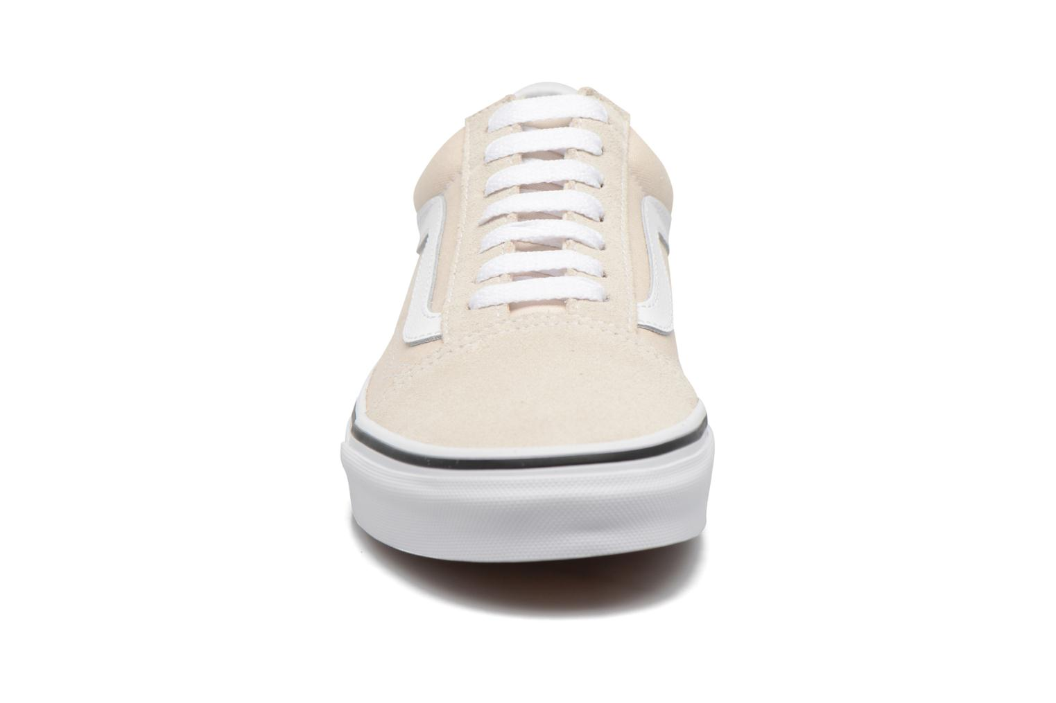 Sneakers Vans Old Skool W Beige modello indossato