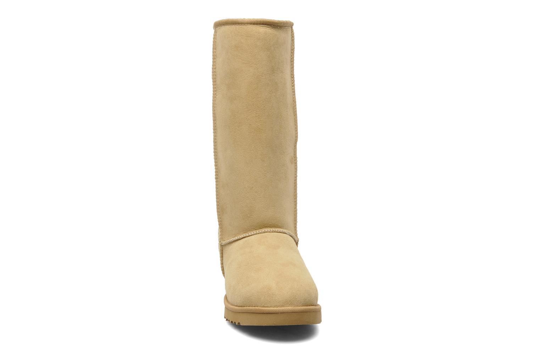 Bottines et boots UGG Classic Tall Beige vue portées chaussures