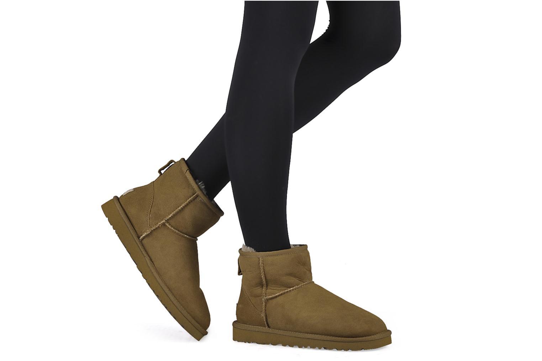 Bottines et boots UGG Classic Mini Bleu vue bas / vue portée sac