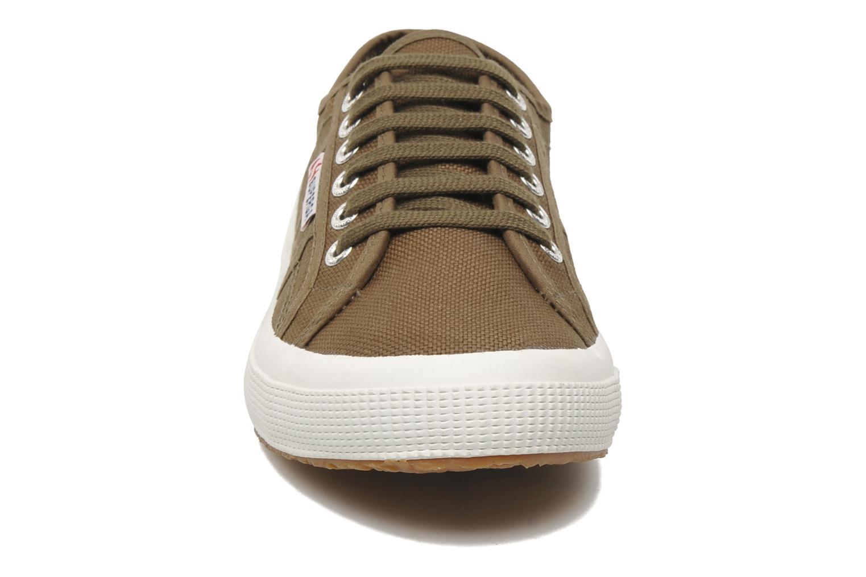 Sneakers Superga 2750 Cotu M Verde modello indossato