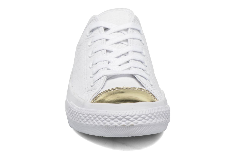 Baskets Converse Chuck Taylor All Star Ox W Blanc vue portées chaussures