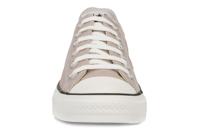 Baskets Converse Chuck Taylor All Star Ox M Rose vue portées chaussures