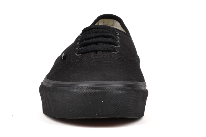 Sneakers Vans Authentic Nero modello indossato