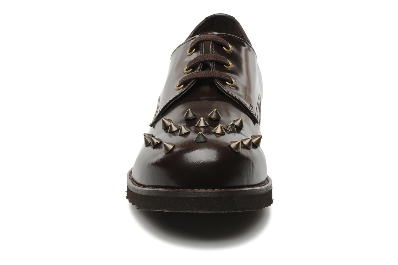 Scarpe con lacci Jonak Polido Marrone modello indossato