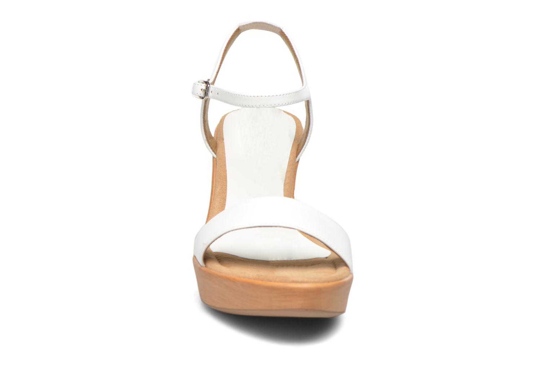 Sandales et nu-pieds Unisa Rita Blanc vue portées chaussures