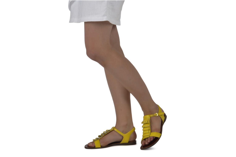 Sandales et nu-pieds Chie Mihara Marieta Jaune vue bas / vue portée sac