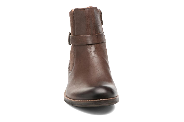 Boots Kickers Smack Brun bild av skorna på