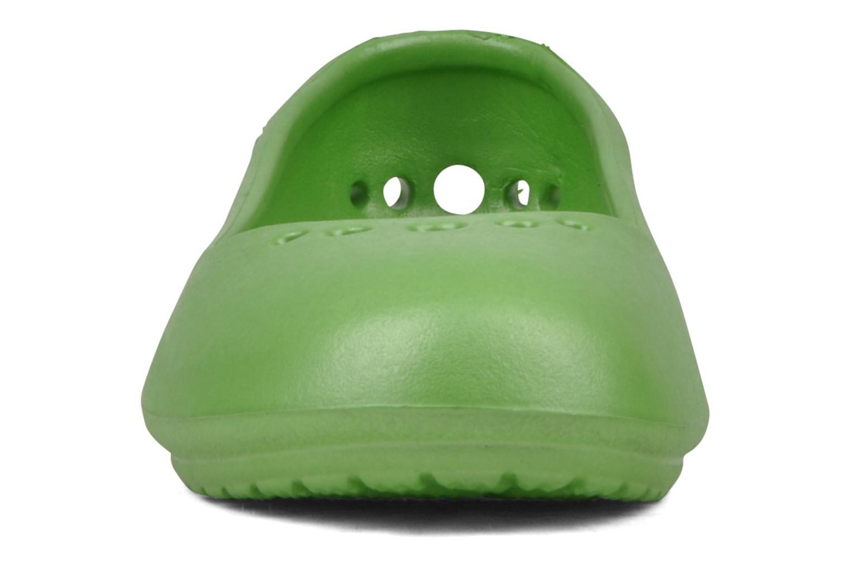Bailarinas Crocs Prima Verde vista del modelo