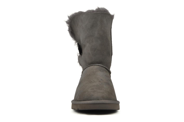 Bottines et boots UGG Bailey Button Gris vue portées chaussures