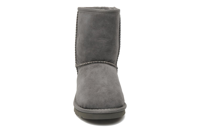 Stiefel UGG Kid's Classic grau schuhe getragen
