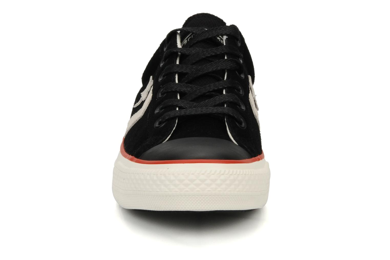 Sneakers Converse Star Player Ev Suede Ox W Nero modello indossato