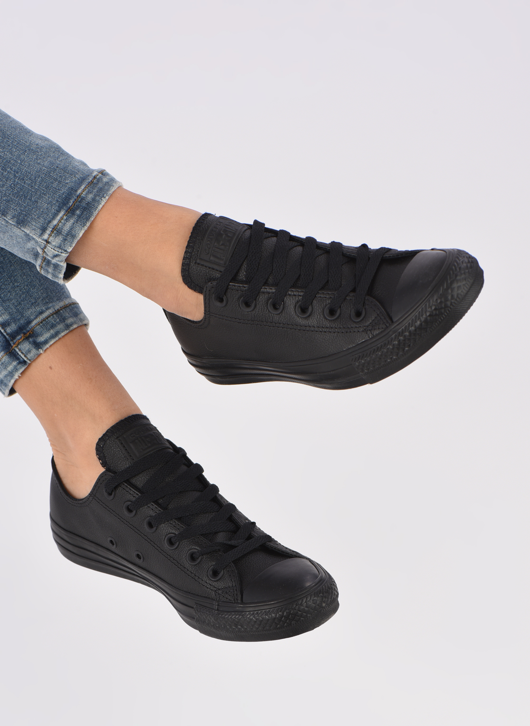 Trainers Converse Chuck Taylor All Star Monochrome Leather Ox W Black view from underneath / model view