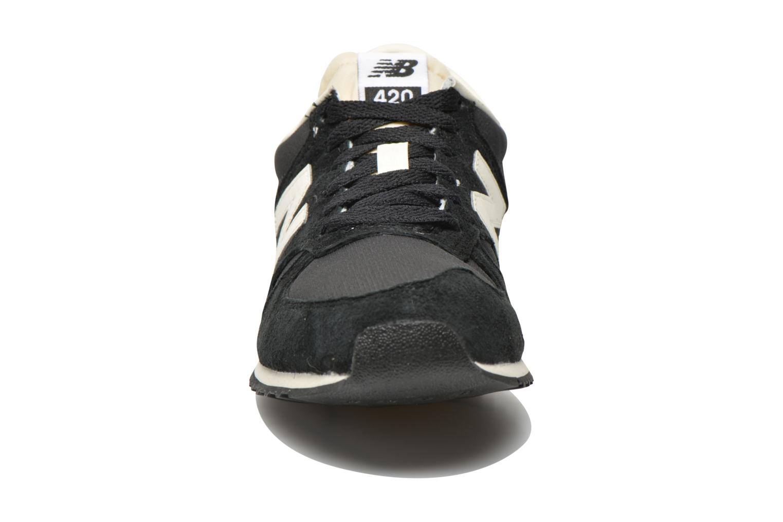 Sneaker New Balance U420 W schwarz schuhe getragen