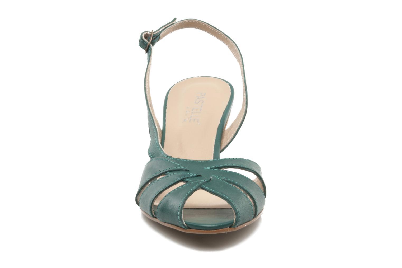 Sandali e scarpe aperte Pastelle Bleuet Verde modello indossato