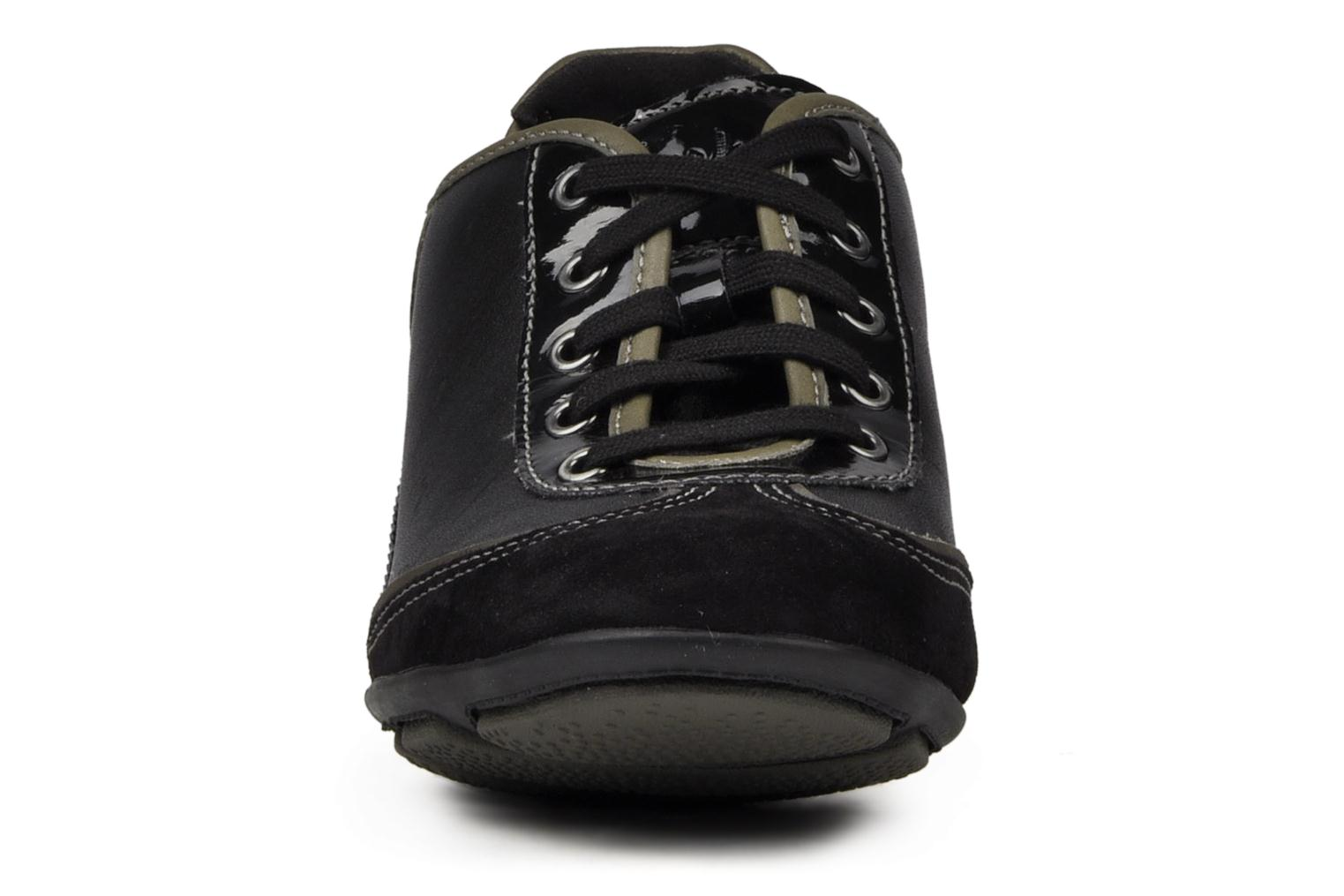 Sneakers Clarks Hustle Bustle Zwart model
