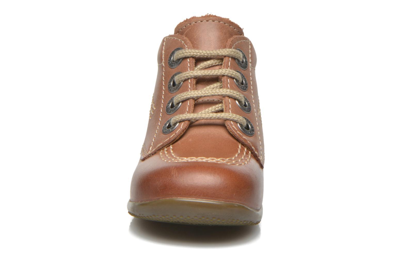 Zapatos con cordones Kickers Billy Marrón vista del modelo