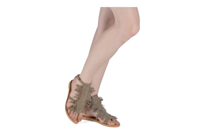 Sandalen Koah Elha beige ansicht von unten / tasche getragen