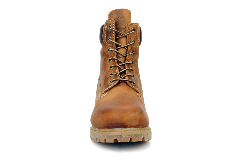 Stivaletti e tronchetti Timberland 6in premium boot Marrone modello indossato