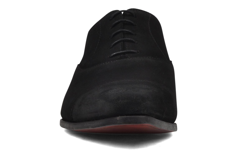 Schnürschuhe Finsbury Gouvernor grau ansicht von unten / tasche getragen