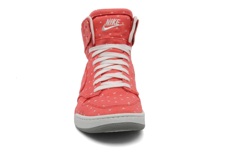 Baskets Nike Wmns nike air royalty hi Rouge vue portées chaussures
