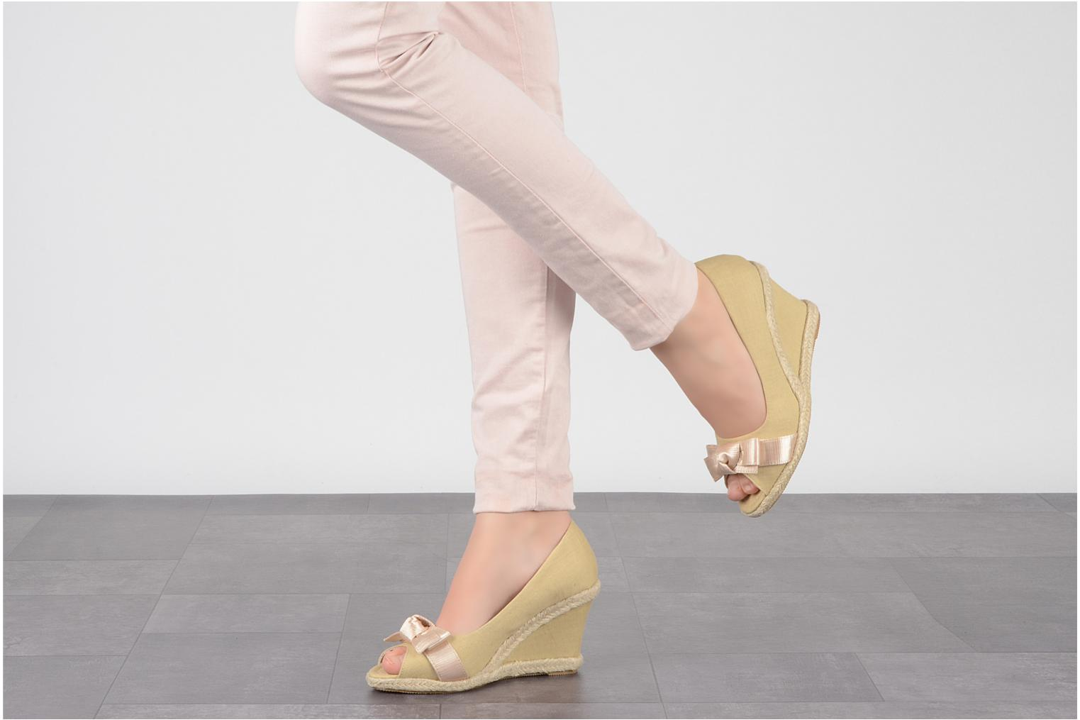 High heels Friis & company Tonika Beige view from underneath / model view