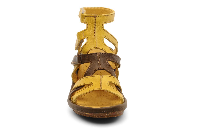 Sandali e scarpe aperte Art Saint honoré 777 Giallo modello indossato