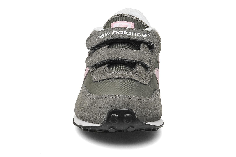 Baskets New Balance KE410 Gris vue portées chaussures