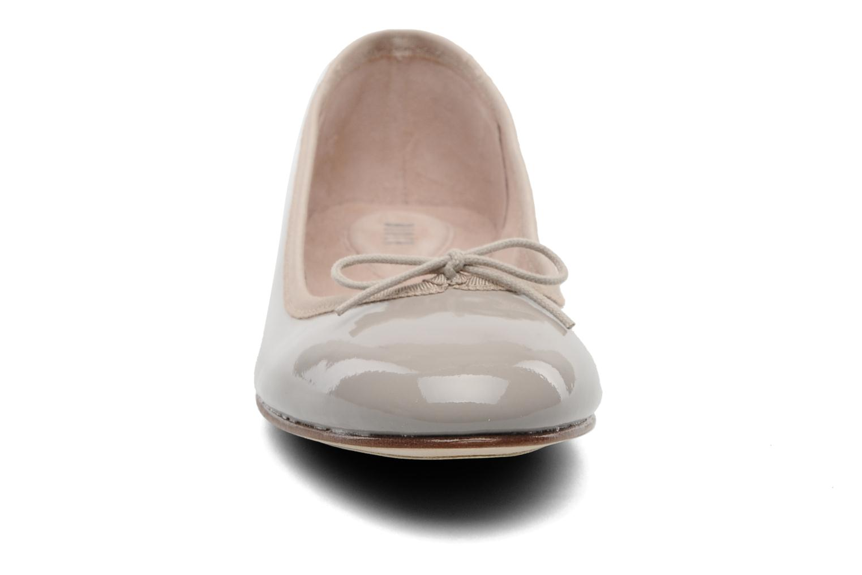 Ballerina's Bloch Patent ballerina Beige model