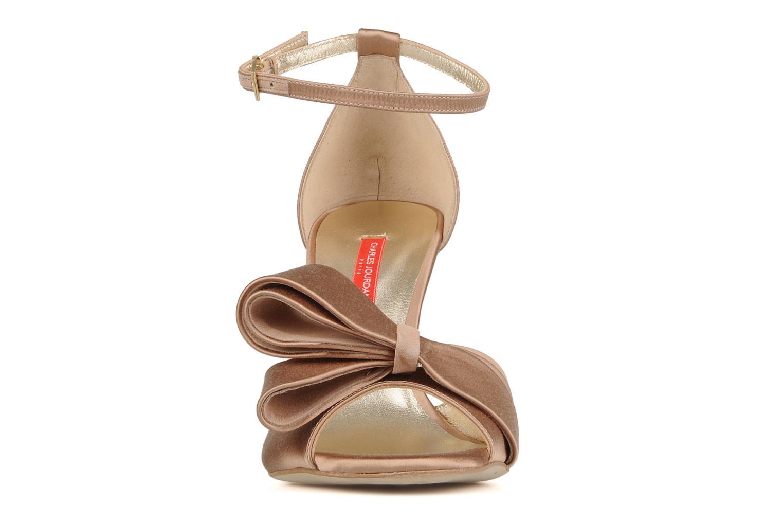 Sandales et nu-pieds Charles Jourdan Manray Marron vue portées chaussures