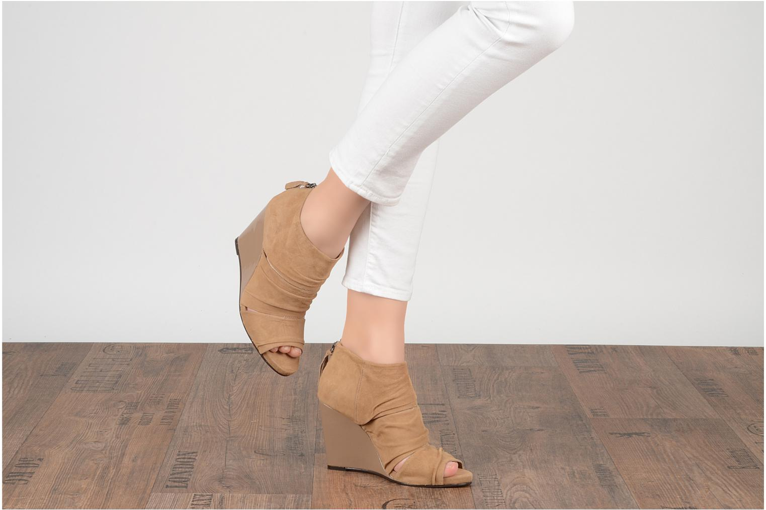 Ankle boots Carvela Asterix Beige view from underneath / model view