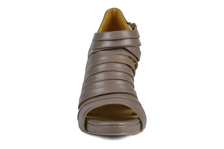 Stiefeletten & Boots Chocolate Schubar Viglio grau schuhe getragen
