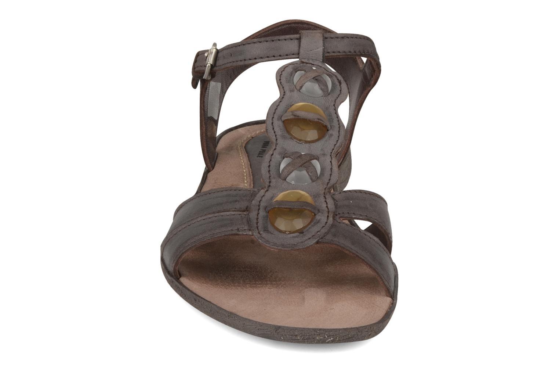Sandales et nu-pieds Khrio Shelby Marron vue portées chaussures