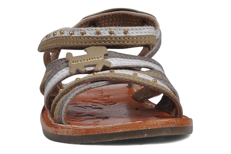 Sandales et nu-pieds chipie bis Savana Gris vue portées chaussures