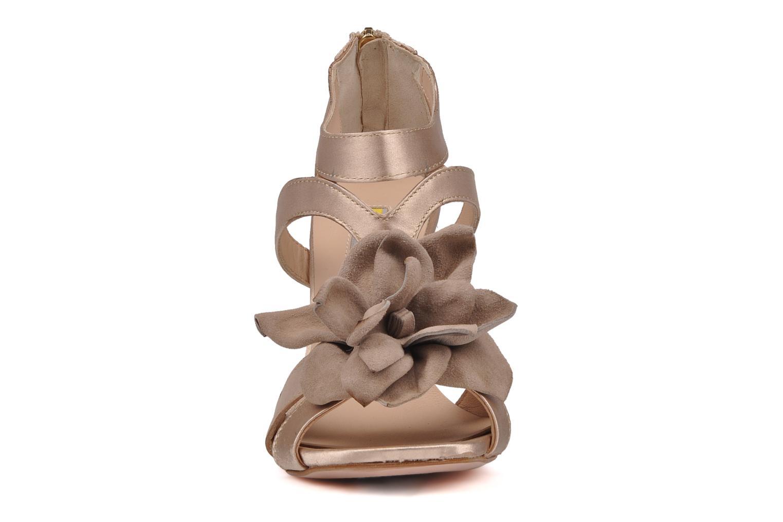 Sandalen Manas Floralia rosa schuhe getragen
