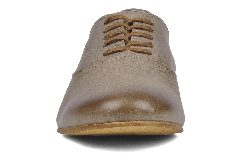 Scarpe con lacci Addict-Initial Zota Marrone modello indossato