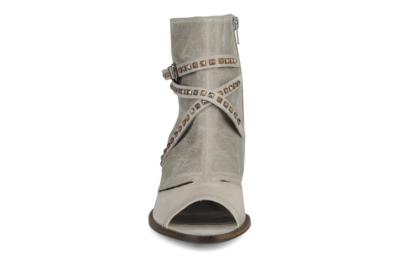 Sandalen Muratti Bergen grau schuhe getragen