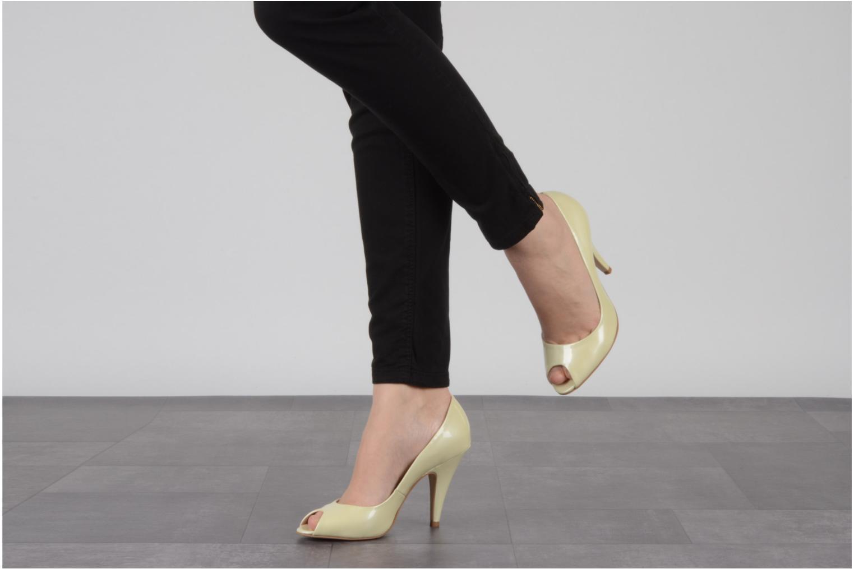 High heels Studio TMLS Louanne Beige view from underneath / model view