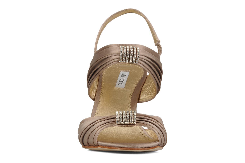 Sandales et nu-pieds Miezko Rebecca Beige vue portées chaussures