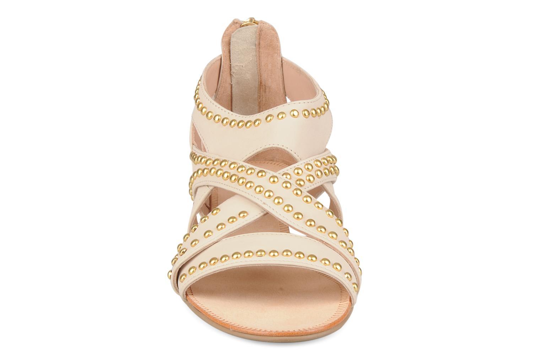 Sandales et nu-pieds Carvela Kurly Beige vue portées chaussures