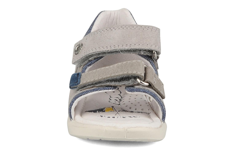 Sandali e scarpe aperte Naturino Joey Grigio modello indossato