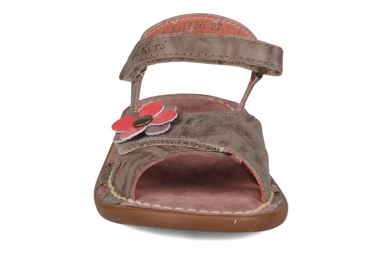 Sandales et nu-pieds Kickers Monday Marron vue portées chaussures