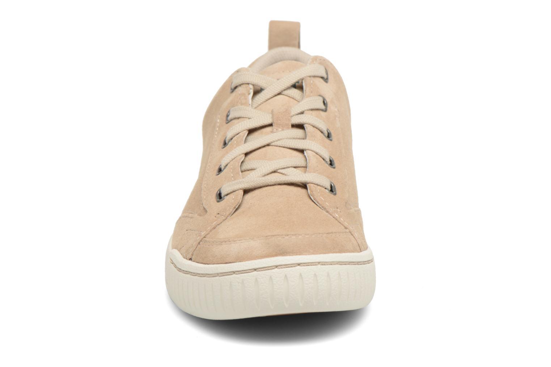 Sneaker Caterpillar Modesto beige schuhe getragen