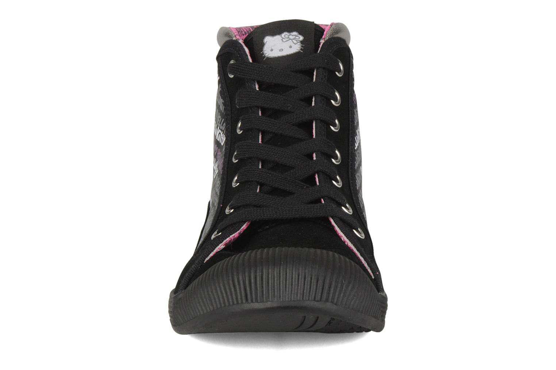 Sneakers Hello Kitty Hk luna mid Nero modello indossato